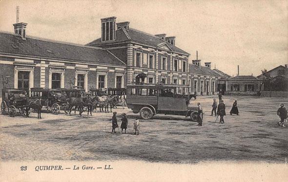 Gare de Quimper et taxis à chevaux